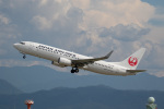 チャッピー・シミズさんが、小松空港で撮影した日本航空 737-846の航空フォト(写真)