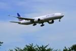 yoshibouさんが、成田国際空港で撮影したユナイテッド航空 777-322/ERの航空フォト(写真)