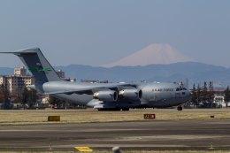 ファントム無礼さんが、横田基地で撮影したアメリカ空軍 C-17A Globemaster IIIの航空フォト(飛行機 写真・画像)