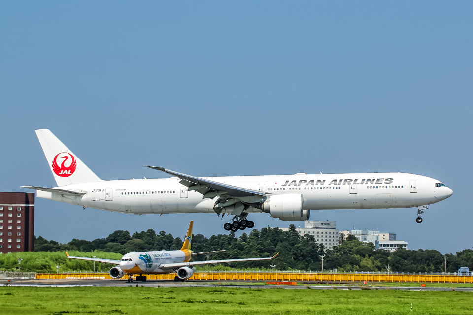 SGR RT 改さんの日本航空 Boeing 777-300 (JA738J) 航空フォト