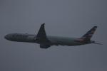 みるぽんたさんが、香港国際空港で撮影したアメリカン航空 777-323/ERの航空フォト(写真)