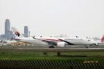 レドームさんが、成田国際空港で撮影したマレーシア航空 A350-941XWBの航空フォト(写真)