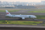 jjieさんが、羽田空港で撮影した日本航空 777-246の航空フォト(写真)
