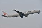 Izumixさんが、成田国際空港で撮影した日本航空 777-346/ERの航空フォト(写真)