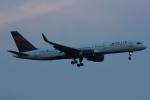 いっとくさんが、ジョン・F・ケネディ国際空港で撮影したデルタ航空 757-2Q8の航空フォト(写真)