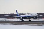 しゅあさんが、新千歳空港で撮影した全日空 777-381の航空フォト(写真)
