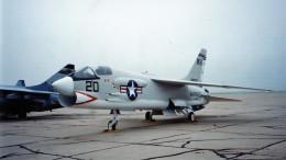 westtowerさんが、リベラル・ミッドアメリカ市営空港で撮影したアメリカ海兵隊 F-8H Crusaderの航空フォト(飛行機 写真・画像)
