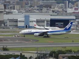 スターボードさんが、伊丹空港で撮影した全日空 777-281の航空フォト(写真)