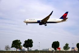 まいけるさんが、ロンドン・ヒースロー空港で撮影したデルタ航空 767-332/ERの航空フォト(写真)