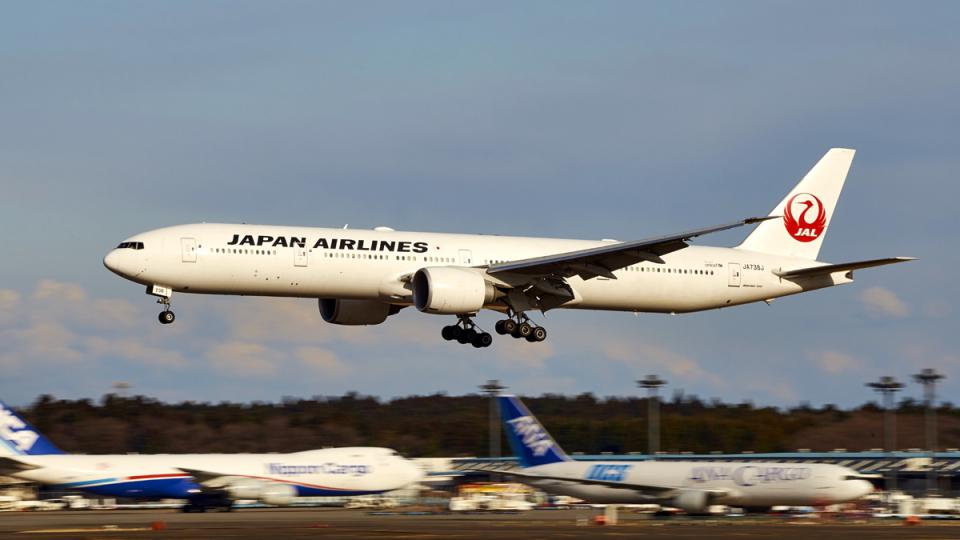 FlyingMonkeyさんの日本航空 Boeing 777-300 (JA738J) 航空フォト