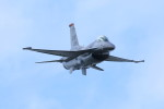 オポッサムさんが、札幌飛行場で撮影したアメリカ空軍 F-16CM-50-CF Fighting Falconの航空フォト(写真)