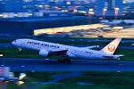 パンダさんが、羽田空港で撮影した日本航空 777-246の航空フォト(写真)