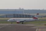 ケンジウムさんが、アムステルダム・スキポール国際空港で撮影したオーストリア航空 A320-214の航空フォト(写真)