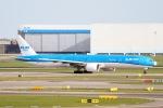 Jyunpei Ohyamaさんが、アムステルダム・スキポール国際空港で撮影したKLMオランダ航空 777-306/ERの航空フォト(写真)