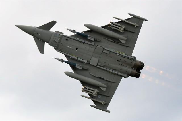 nobu2000さんが、ファンボロー空港で撮影したイギリス空軍 EF-2000 Typhoon FGR4の航空フォト(飛行機 写真・画像)