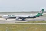 よしポンさんが、関西国際空港で撮影したエバー航空 A330-302の航空フォト(写真)