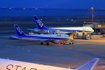 ふじいあきらさんが、羽田空港で撮影した全日空 767-381の航空フォト(写真)