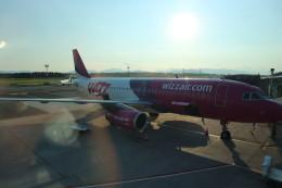 シフォンさんが、リュブリャナ空港で撮影したウィズ・エア A320-232の航空フォト(飛行機 写真・画像)