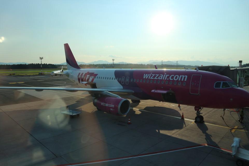 シフォンさんのウィズ・エア Airbus A320 (HA-LWT) 航空フォト