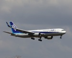 garrettさんが、成田国際空港で撮影した全日空 767-381/ERの航空フォト(写真)