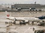 さんぜんさんが、中部国際空港で撮影した日本航空 737-846の航空フォト(写真)