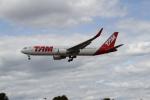 さんみさんが、ロンドン・ヒースロー空港で撮影したラタム・エアラインズ・ブラジル 767-316/ERの航空フォト(写真)