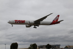 さんみさんが、ロンドン・ヒースロー空港で撮影したラタム・エアラインズ・ブラジル 777-32W/ERの航空フォト(写真)