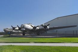 cornicheさんが、チノ空港で撮影したプレーンズ・オブ・フェイム B-17G Flying Fortressの航空フォト(写真)