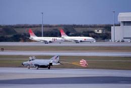 kumagorouさんが、那覇空港で撮影した航空自衛隊 F-4EJ Kai Phantom IIの航空フォト(飛行機 写真・画像)