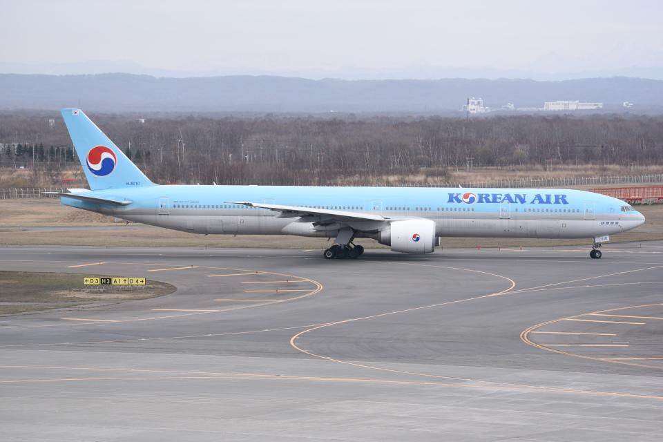 kumagorouさんの大韓航空 Boeing 777-300 (HL8210) 航空フォト