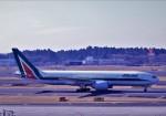 わいどあさんが、成田国際空港で撮影したアリタリア航空 777-243/ERの航空フォト(写真)
