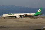 キイロイトリさんが、関西国際空港で撮影したエバー航空 777-35E/ERの航空フォト(写真)