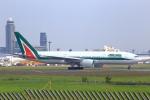 meron panさんが、成田国際空港で撮影したアリタリア航空 777-243/ERの航空フォト(写真)