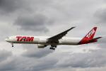 sky-spotterさんが、ロンドン・ヒースロー空港で撮影したラタム・エアラインズ・ブラジル 777-32W/ERの航空フォト(写真)