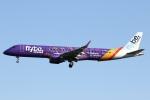 sky-spotterさんが、ロンドン・ガトウィック空港で撮影したフライビー ERJ-190-200 LR (ERJ-195LR)の航空フォト(写真)