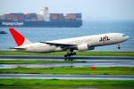 まいけるさんが、羽田空港で撮影した日本航空 777-246の航空フォト(写真)