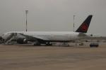 uhfxさんが、パリ シャルル・ド・ゴール国際空港で撮影したエア・カナダ 777-333/ERの航空フォト(飛行機 写真・画像)