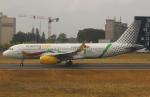 uhfxさんが、パリ シャルル・ド・ゴール国際空港で撮影したブエリング航空 A320-232の航空フォト(飛行機 写真・画像)