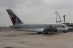 uhfxさんが、パリ シャルル・ド・ゴール国際空港で撮影したカタール航空 A380-861の航空フォト(飛行機 写真・画像)