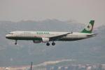 uhfxさんが、香港国際空港で撮影したエバー航空 A321-211の航空フォト(飛行機 写真・画像)