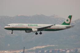 uhfxさんが、香港国際空港で撮影したエバー航空 A321-211の航空フォト(写真)