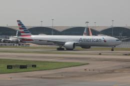 uhfxさんが、香港国際空港で撮影したアメリカン航空 777-323/ERの航空フォト(写真)