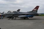 シュウさんが、横田基地で撮影したアメリカ空軍 F-16CM-40-CF Fighting Falconの航空フォト(写真)