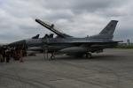 シュウさんが、横田基地で撮影したアメリカ空軍 F-16DM-40-CF Fighting Falconの航空フォト(写真)