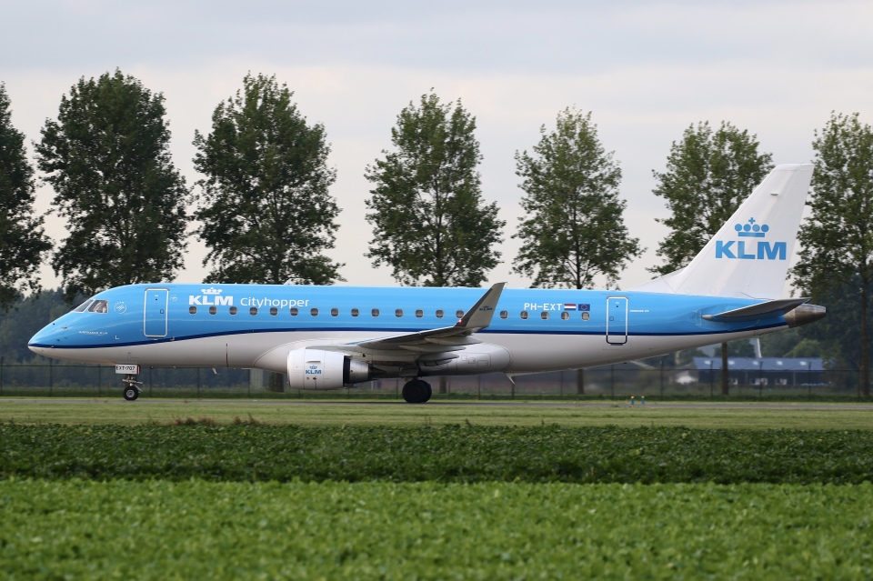 sky-spotterさんのKLMシティホッパー Embraer 175 (PH-EXT) 航空フォト