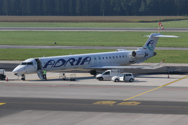 アドリア航空 Bombardier CRJ-90...