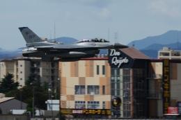 =JAかみんD=さんが、横田基地で撮影したアメリカ空軍 F-16DM-40-CF Fighting Falconの航空フォト(飛行機 写真・画像)