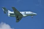 たっしーさんが、那覇空港で撮影した航空自衛隊 U-125A(Hawker 800)の航空フォト(写真)