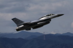 take_2014さんが、横田基地で撮影したアメリカ空軍 F-16DM-40-CF Fighting Falconの航空フォト(写真)