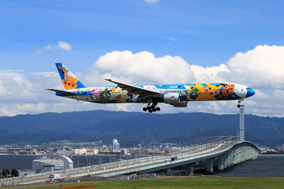T.Sazenさんの全日空 Boeing 777-300 (JA754A) 航空フォト